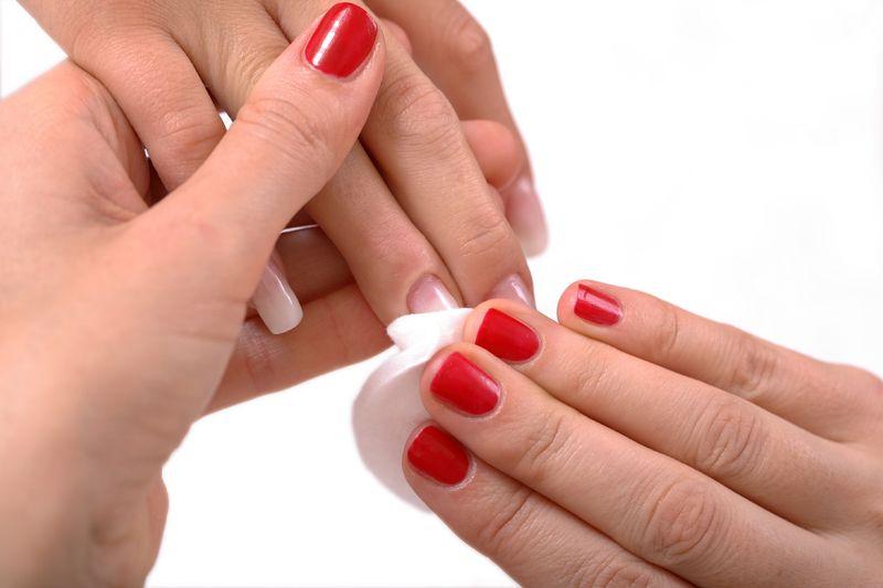 limpiar las uñas