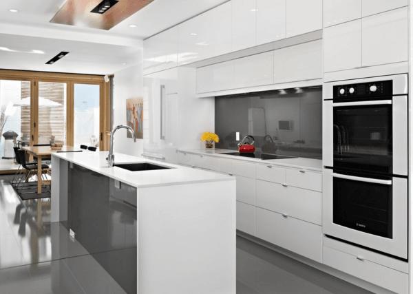 cocinas-blancas-y-grises-placas