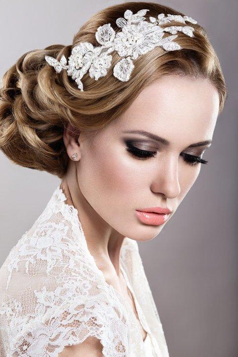 Maquillaje de boda de noche para novias labios nude aranjados