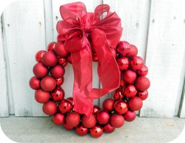 coronas-de-navidad-bolas-rojas