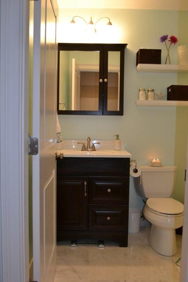 baños-pequeños-decoracion-muebles-oscuros
