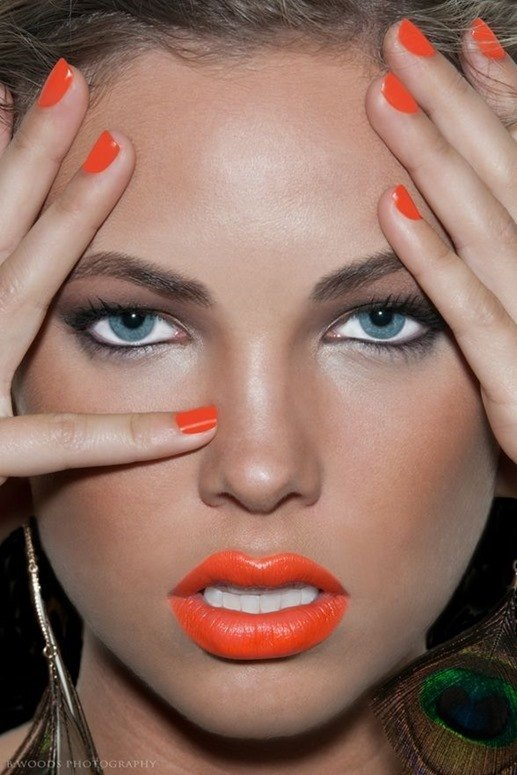 color-labios-ojos-azules_thumb.jpg