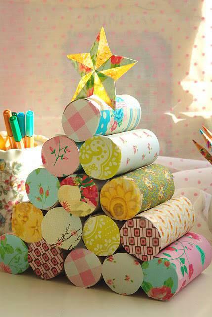 arbol-de-navidad-reciclado-con-rollo-papel-higienico