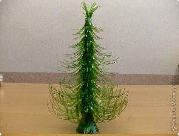 arbol-de-navidad-reciclado-hecho-con-botellas-pet