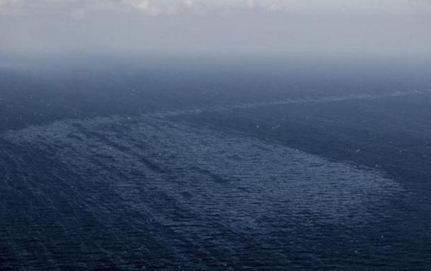 Se aleja la mancha de petróleo de Canarias
