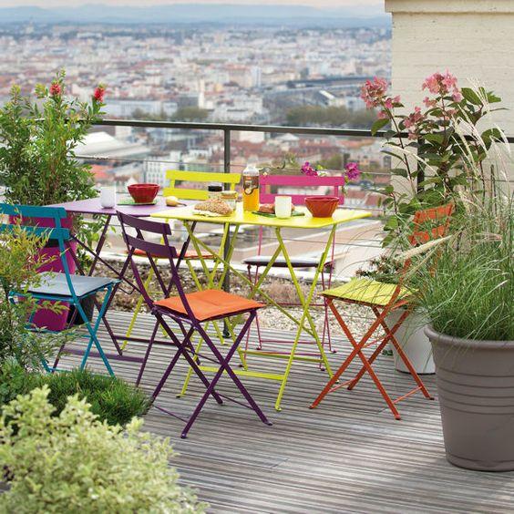 colores-terrazas-con-estilo-2016-sillas-de-colores