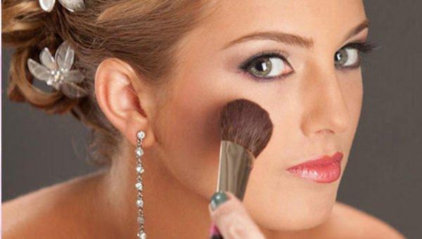 como-maquillarse-para-una-boda-colorete