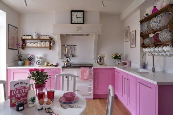 ideas-combinar-los-colores-la-cocina-cocina-rosa-y-blanca