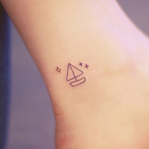 tatuajes-mujer-pequemo-barco