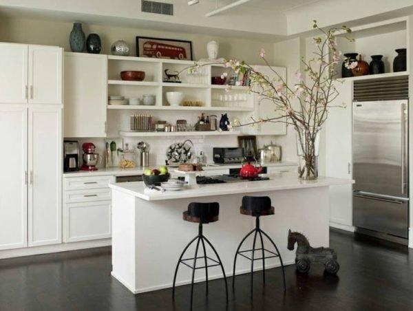 cocinas-con-isla-blanca-con-estanterias