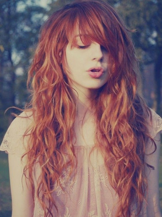 peinados-de-mujer-pelo-largo-ondas-rojo