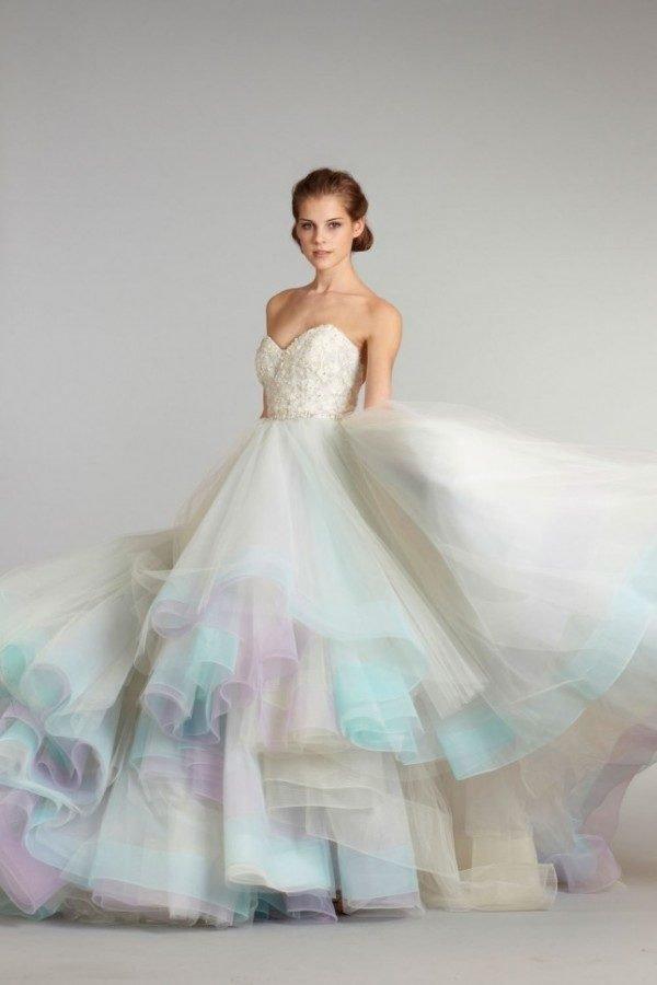 vestidos-de-novia-diferentes-nube-de-colores