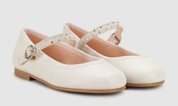 vestidos-de-comunion-el-corte-ingles-nina-zapato-beige-pulsera