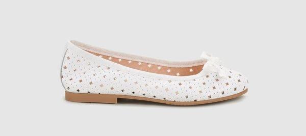 vestidos-de-comunion-el-corte-ingles-nina-zapato-blanco-calado