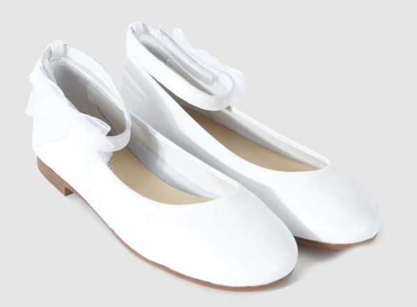 vestidos-de-comunion-el-corte-ingles-nina-zapato-blanco-trazzos