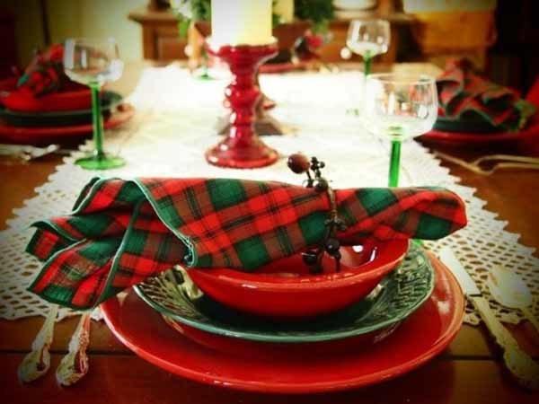 centros-de-mesa-navidenos-candelabro-rojo