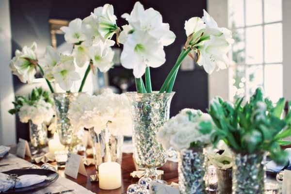centros-de-mesa-navidenos-jarrones-flores-blancas