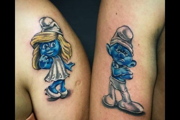 los-mejores-tatuajes-pequenos-mujeres-parejas-pitufos