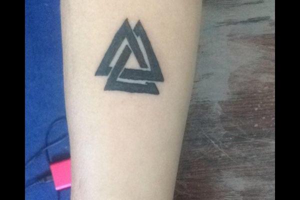 los-mejores-tatuajes-pequenos-mujeres-significado-delta