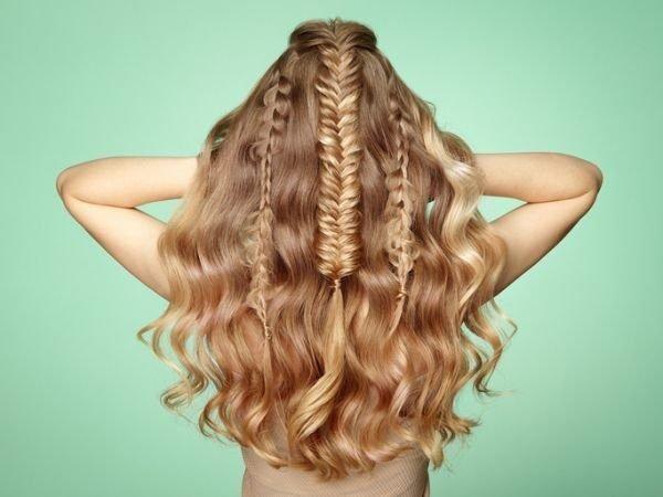 peinados-faciles-melena-suelta-trenza-tirabusones-istock