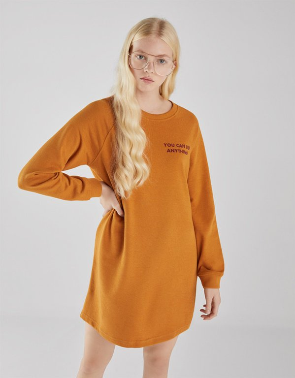 bershka-vestidos-felpa-con-texto