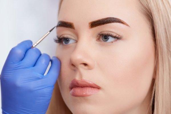 Micropigmentacion y tinte de cejas