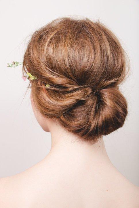 Recogido bajo para novia cabello liso