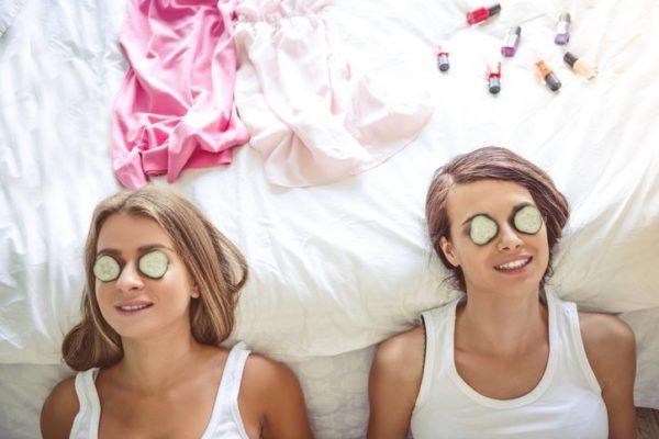 Que necesitas para una fiesta de pijamas rituales de belleza