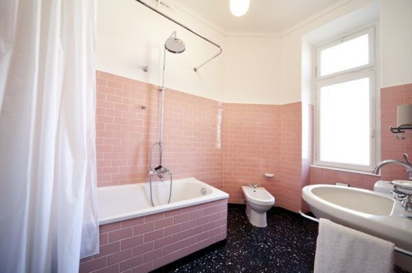 colores-para-cuartos-de-bano-pequenos-rosa-blanco-istock