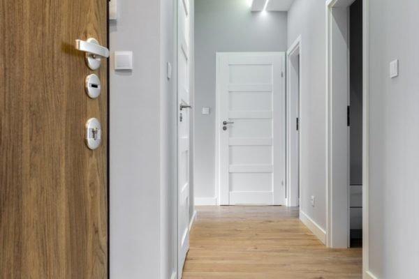 Como decorar un pasillo largo colores de las paredes
