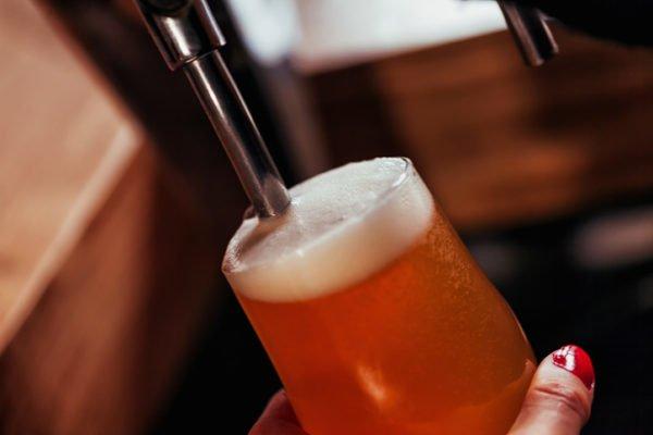 ideas-regalos-de-boda-originales-grifo-de-cerveza-istock