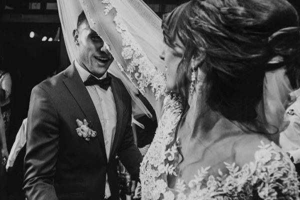 musica-para-bodas-playlist-novios-istock
