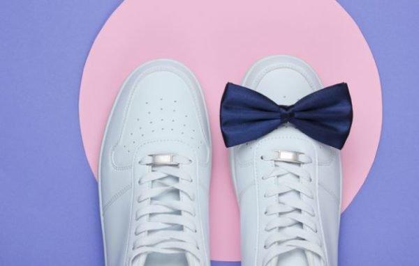 como-limpiar-zapatillas-blancas-de-piel-sin-danarlas-lazo-istock