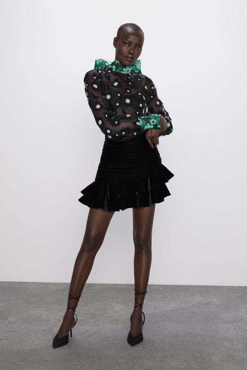 vestidos-de-fiesta-zara-2020-cuerpo-organza