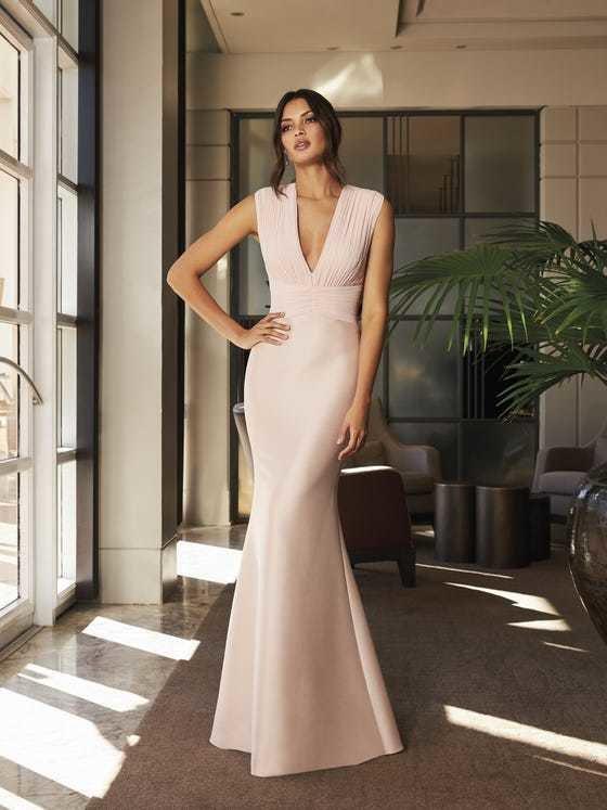 vestidos-de-madrina-de-boda-largo-pronovias