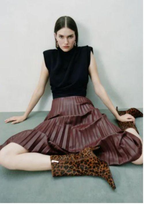 Falda plisada marrón de Zara 2020