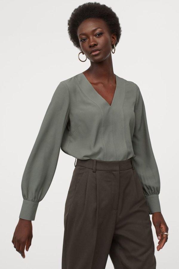 Catálogo H&M otoño invierno 2020-202-blusa-escote-pico