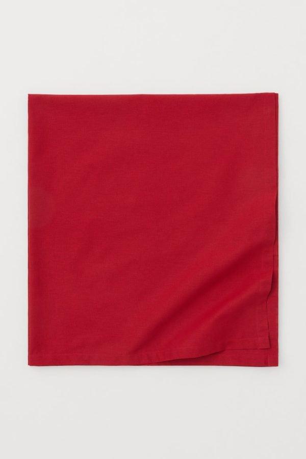 Catálogo H&M Home Navidad 2020 mantel rojo