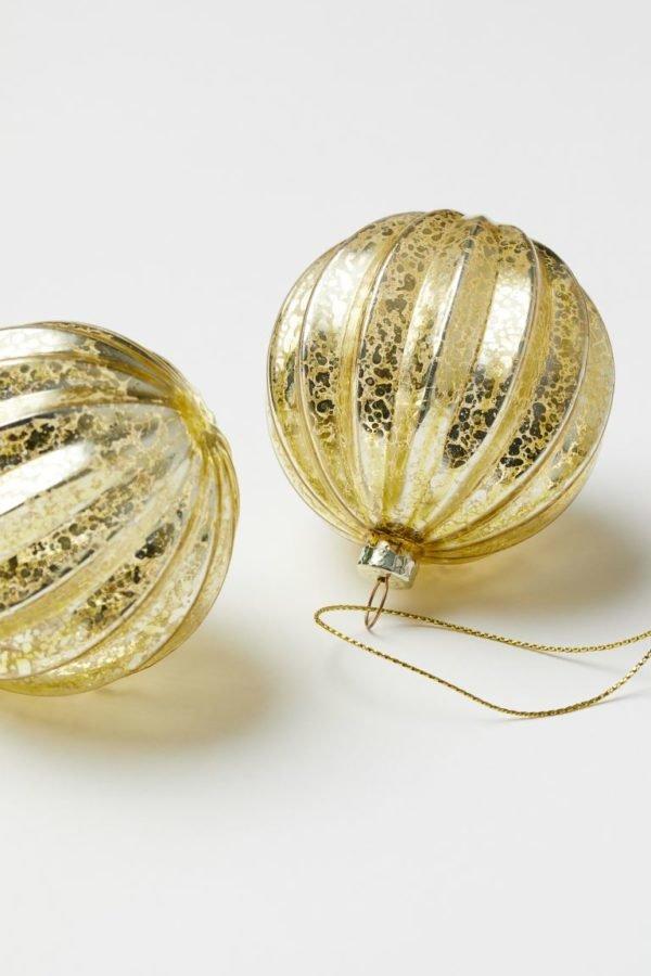 Catálogo H&M Home Navidad 2020 bolas vidrio doradas