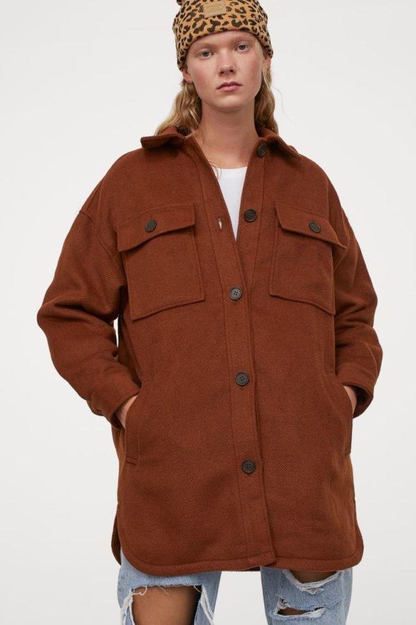 Catálogo H&M otoño invierno 2020-2021 chaqueta camisera