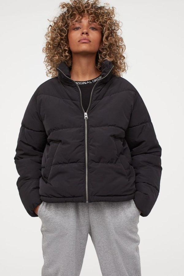 Catálogo H&M otoño invierno 2020-2021 chaqueta puffy corta