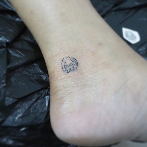 Tatuajes minimalistas 2021 conejo