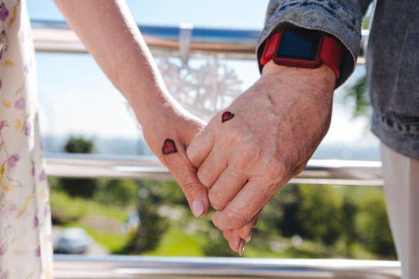 Tatuajes para parejas 2021 corazon pequeño color