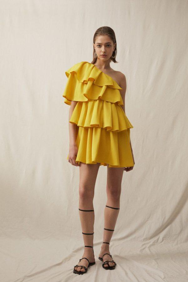 Catalogo Sfera primavera verano 2021 vestido volantes asimetrico