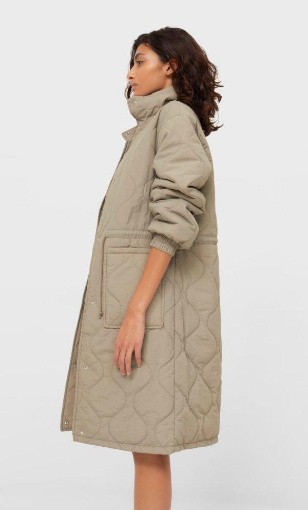 Catalogo stradivarius 2021 2022 abrigo trench acolchado