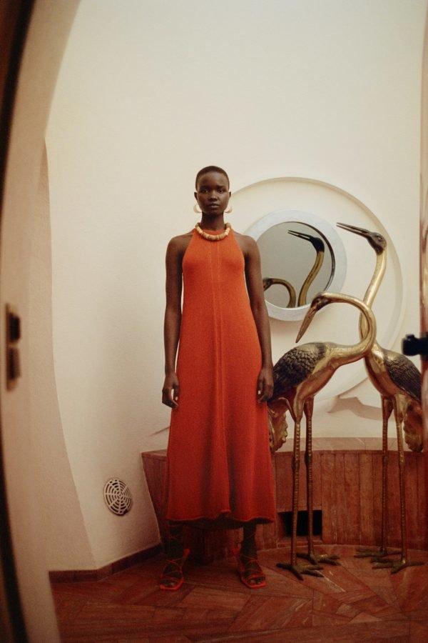 Vestidos midi naranja sin mangas Zara