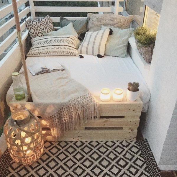 Como crear zona chill out balcon mesa cama
