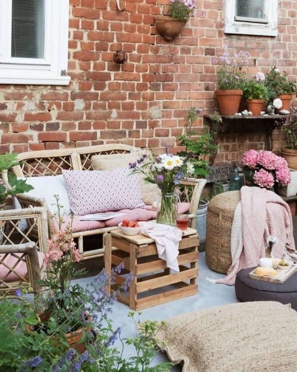 Como crear zona chill out balcon patio cojines