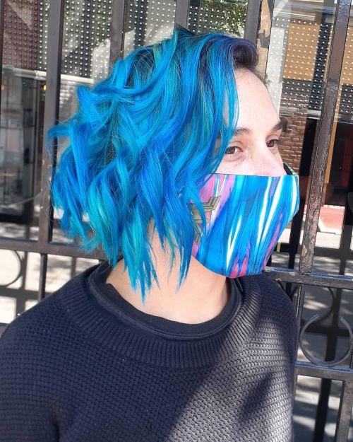 Corte bob media melena ondas y azul
