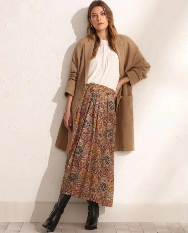 Tintoretto otoño invierno 2021 2022 abrigo ligero falda blusa